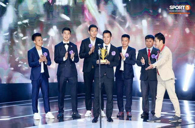 Duy Mạnh cắm cờ trên tuyết được chọn là khoảnh khắc ấn tượng nhất của thể thao Việt Nam năm 2018 - Ảnh 1.