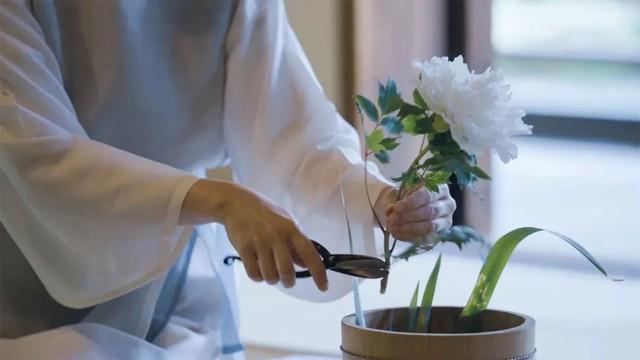 Sau 10 năm ẩn dật, người phụ nữ Nhật Bản trở thành kho báu quốc gia khi được mọi người mệnh danh là bậc thầy cắm hoa - Ảnh 12.