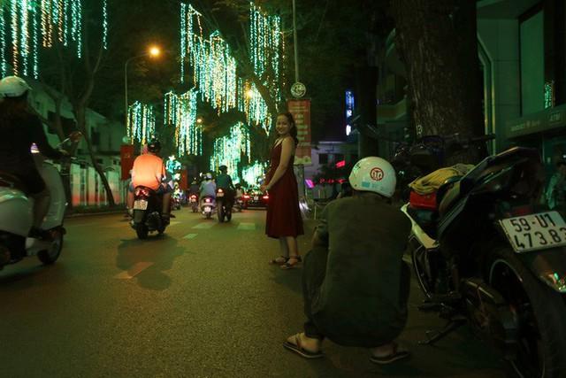Đường phố Sài Gòn lung linh huyền ảo trong những ngày cuối năm - Ảnh 14.