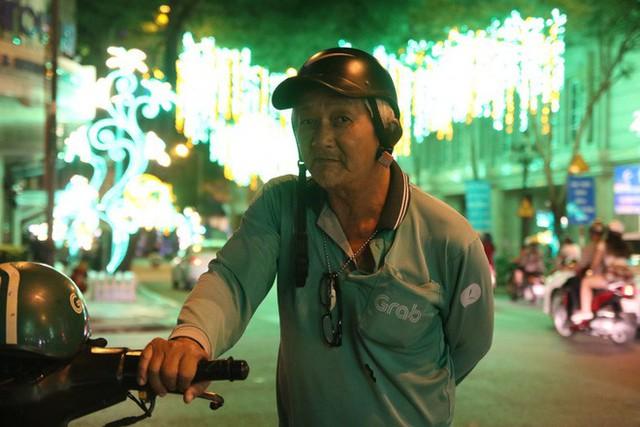Đường phố Sài Gòn lung linh huyền ảo trong những ngày cuối năm - Ảnh 18.