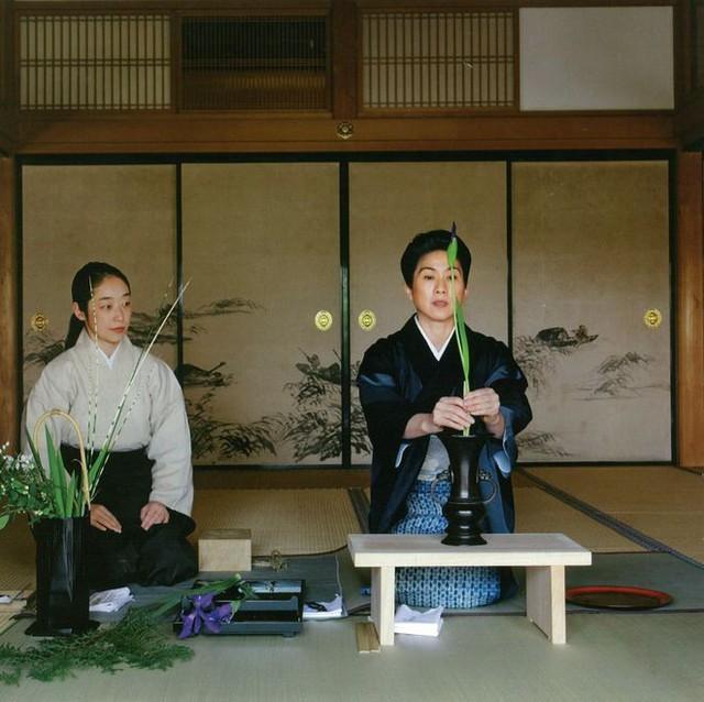Sau 10 năm ẩn dật, người phụ nữ Nhật Bản trở thành kho báu quốc gia khi được mọi người mệnh danh là bậc thầy cắm hoa - Ảnh 5.