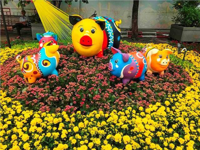 Những chú heo ngộ nghĩnh trên đường hoa Nguyễn Huệ - Ảnh 8.