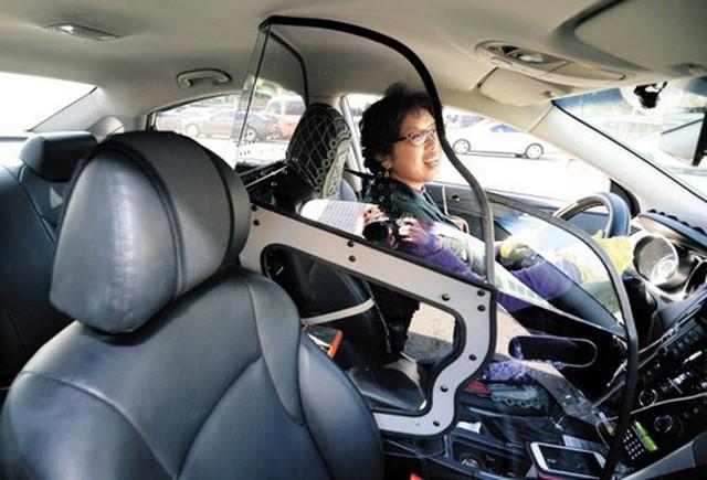 Người thiết kế vách ngăn bảo vệ cho tài xế taxi ở Hà Nội: Mình quan tâm nhất là tính mạng của họ, vì mình cũng từng là tài xế! - Ảnh 3.