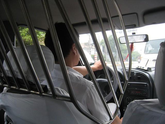 Người thiết kế vách ngăn bảo vệ cho tài xế taxi ở Hà Nội: Mình quan tâm nhất là tính mạng của họ, vì mình cũng từng là tài xế! - Ảnh 5.