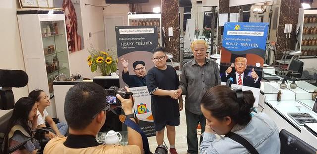 Người Hà Nội xếp hàng để cắt kiểu tóc của ông Donald Trump và ông Kim Jong Un - Ảnh 4.