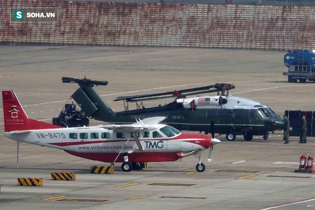 [NÓNG] Ngựa thồ C-17 Mỹ đáp xuống sân bay Nội Bài, thả siêu trực thăng Marine One của TT Trump - Ảnh 8.