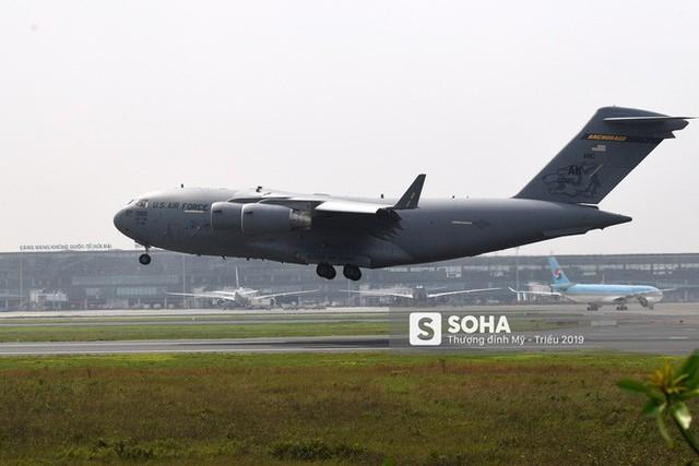 [NÓNG] Vận tải cơ C-17 của Không quân Mỹ hạ cánh tại sân bay Nội Bài - Ảnh 3.