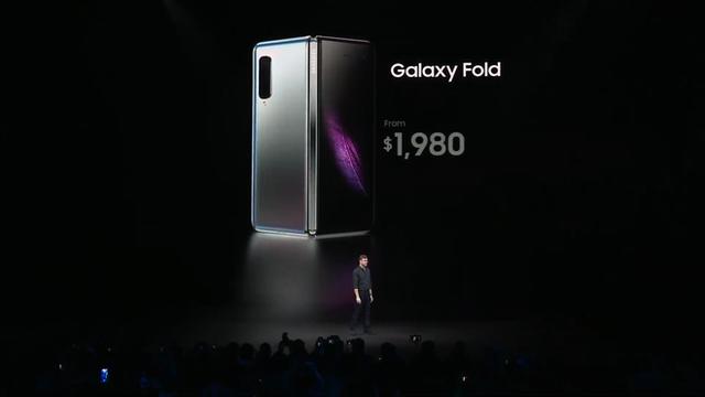 Smartphone màn hình gập Samsung Galaxy Fold chính thức ra mắt: Giá 1980 USD, màn hình 4.6 inch gập mở thành 7.3 inch, RAM 12GB, 6 camera, bộ nhớ trong 512GB UFS 3.0 - Ảnh 9.