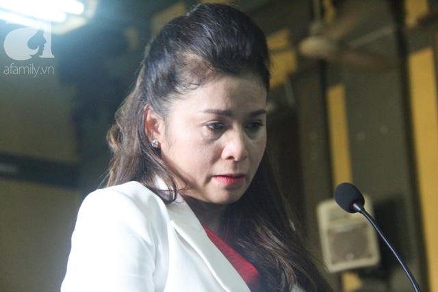 Bà Lê Hoàng Diệp Thảo chia sẻ cảm xúc sau 2 ngày mệt nhoài trong phiên xét xử vụ ly hôn nghìn tỷ: Tôi thật sự muốn chấm dứt mọi tranh chấp - Ảnh 2.