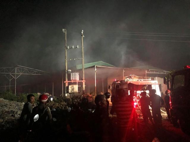 Cháy lớn tại nhà máy giấy ở Thừa Thiên - Huế - Ảnh 1.