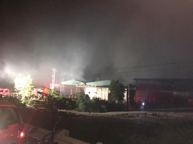 Cháy lớn tại nhà máy giấy ở Thừa Thiên - Huế - Ảnh 2.