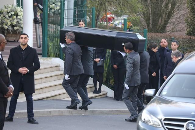 Lễ hỏa táng của huyền thoại Karl Lagerfeld: Công chúa Monaco, tổng biên tạp chí Vogue cùng dàn siêu mẫu đến tiễn đưa - Ảnh 2.