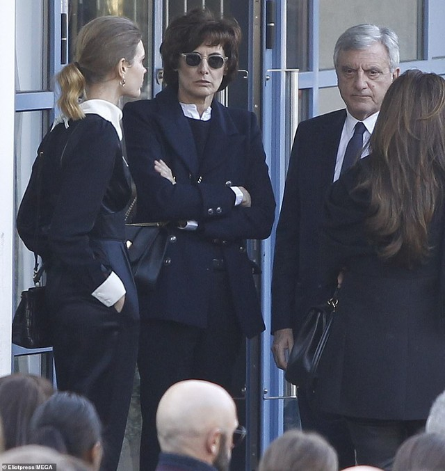 Lễ hỏa táng của huyền thoại Karl Lagerfeld: Công chúa Monaco, tổng biên tạp chí Vogue cùng dàn siêu mẫu đến tiễn đưa - Ảnh 14.