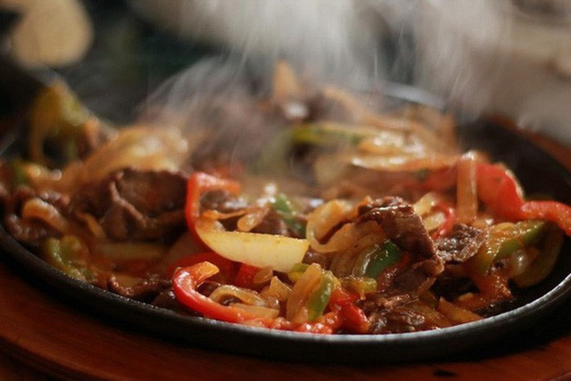 4 thói quen ăn uống rất có hại cho hệ tiêu hóa: Nếu ăn trong lâu dài thì dạ dày sẽ hỏng - Ảnh 4.