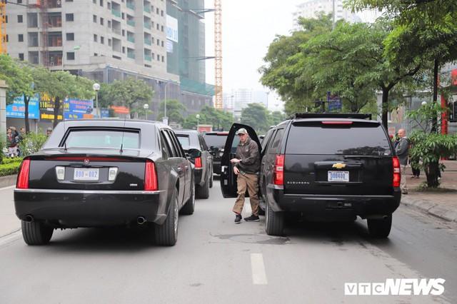 Cận cảnh Quái thú của Tổng thống Trump đổ xăng ở Hà Nội - Ảnh 5.
