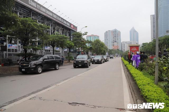 Cận cảnh Quái thú của Tổng thống Trump đổ xăng ở Hà Nội - Ảnh 7.