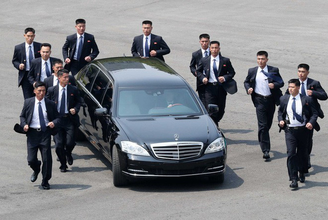Hai chiếc xe đặc chủng bí ẩn của Triều Tiên xuất hiện tại Hà Nội: Siêu đặc biệt? - Ảnh 1.