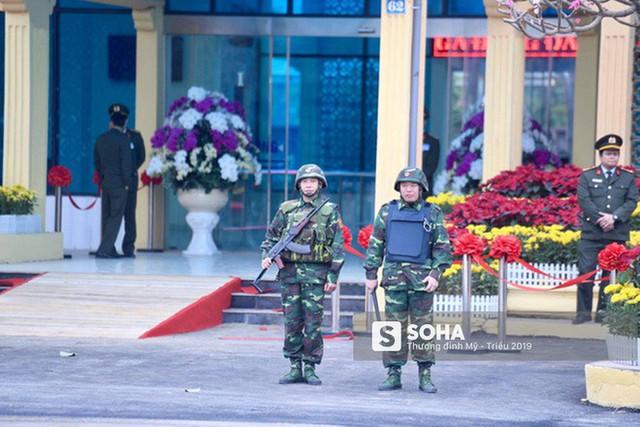 [Ảnh] Xe bọc thép xuất quân, ga Đồng Đăng trải thảm chờ đón Chủ tịch Kim Jong Un - Ảnh 1.