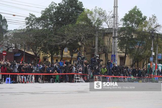 [Ảnh] Xe bọc thép xuất quân, ga Đồng Đăng trải thảm chờ đón Chủ tịch Kim Jong Un - Ảnh 3.