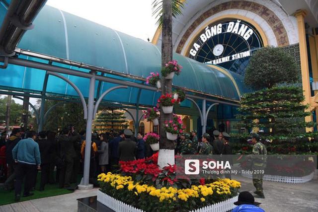 [Ảnh] Xe bọc thép xuất quân, ga Đồng Đăng trải thảm chờ đón Chủ tịch Kim Jong Un - Ảnh 7.