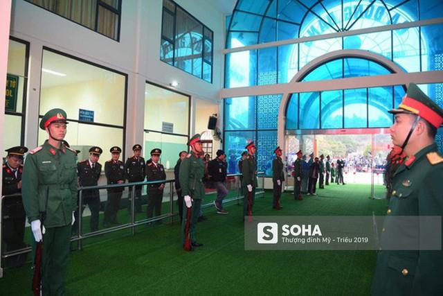 [Ảnh] Xe bọc thép xuất quân, ga Đồng Đăng trải thảm chờ đón Chủ tịch Kim Jong Un - Ảnh 9.
