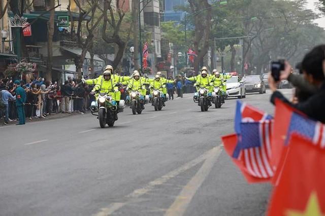 Nhìn gần đoàn xe Triều Tiên lăn bánh trên phố Hà Nội - Ảnh 14.