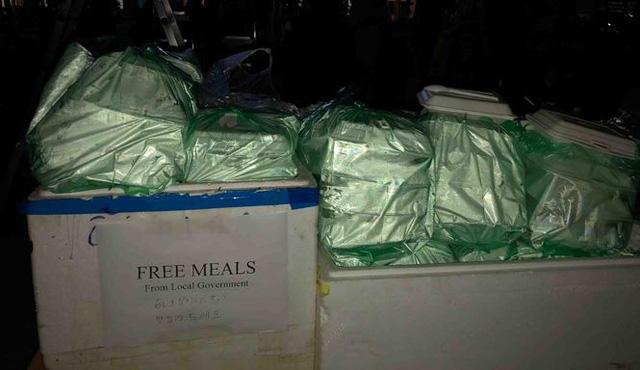 Người dân Đồng Đăng nấu cơm, xôi tặng hàng trăm phóng viên - Ảnh 3.