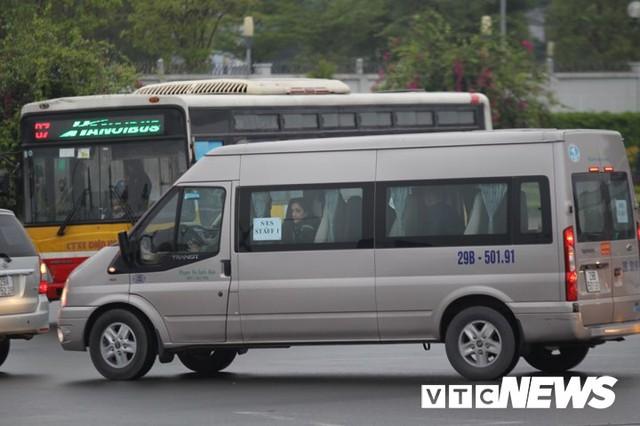 Máy bay chở phái đoàn Mỹ đáp xuống sân bay Nội Bài - Ảnh 4.