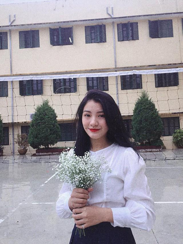 Nữ sinh gây sốt MXH chia sẻ về khoảnh khắc tặng hoa chủ tịch Kim Jong-un - Ảnh 4.