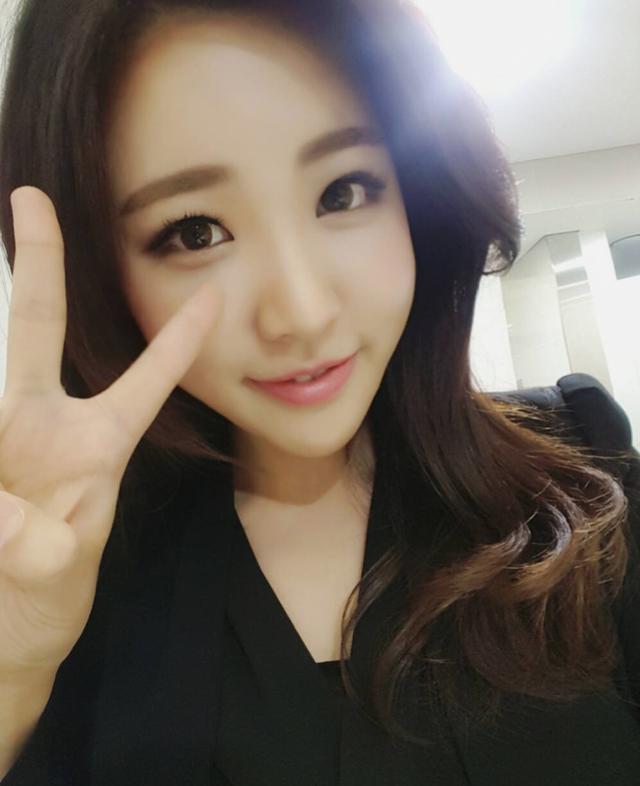 Nữ phóng viên Hàn gây sốt mạng xã hội Việt: Xinh đẹp tài năng, từng thi Hoa hậu - Ảnh 13.