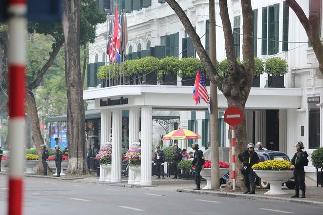 Lực lượng an ninh Việt Nam dày đặc bảo vệ khách sạn Metropole - địa điểm tổ chức thượng đỉnh Mỹ-Triều - Ảnh 3.