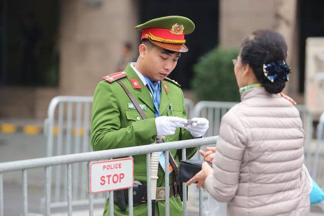 Lực lượng an ninh Việt Nam dày đặc bảo vệ khách sạn Metropole - địa điểm tổ chức thượng đỉnh Mỹ-Triều - Ảnh 5.