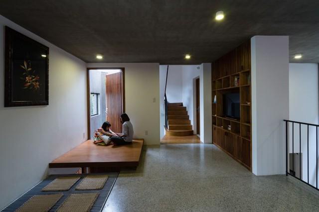 Ngôi nhà trên đất hẹp nhưng tràn ngập ánh sáng - Ảnh 10.