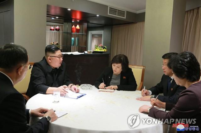 Báo Hàn: Vừa tới Hà Nội, ông Kim Jong-un nhanh chóng họp có những phụ tá về hội nghị thượng đỉnh - Ảnh 1.
