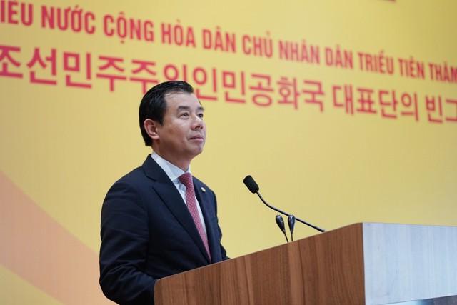 Phái đoàn lãnh đạo cấp cao Triều Tiên vừa đến thăm VinFast và VinEco - Ảnh 1.