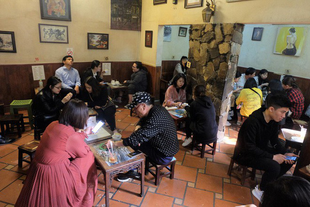 Chủ cafe Giảng: Khách đông khủng khiếp, không tính nổi bán bao nhiêu cốc đợt thượng đỉnh - Ảnh 2.