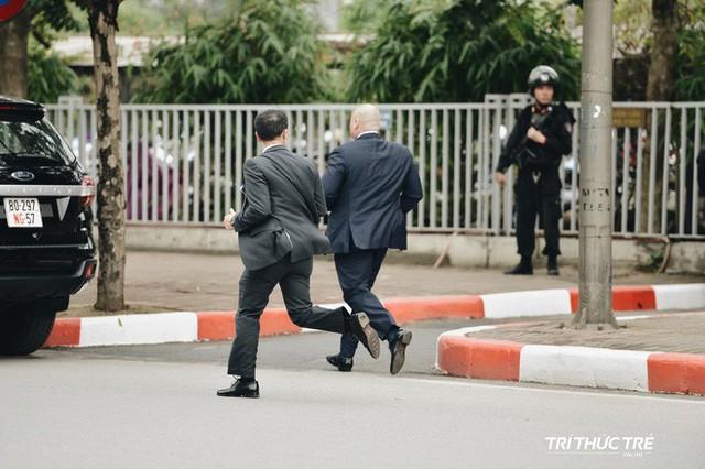 [VIDEO] Một pha chiếu tướng với đội bảo vệ TT Trump ở Hà Nội: Các chiến binh có tinh thần thép và thể lực phi thường - Ảnh 15.