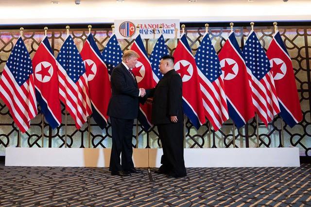 Nhà Trắng đăng tải loạt khoảnh khắc đẹp trong ngày đầu Hội nghị thượng đỉnh Mỹ - Triều tại Việt Nam - Ảnh 8.