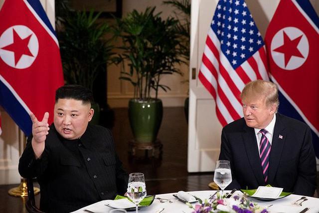 Nhà Trắng đăng tải loạt khoảnh khắc đẹp trong ngày đầu Hội nghị thượng đỉnh Mỹ - Triều tại Việt Nam - Ảnh 10.