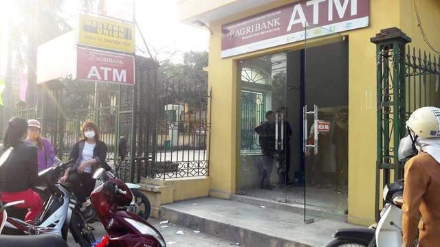 28 Tết, ATM của Agribank từ chối thẻ ngoại mạng rút tiền - Ảnh 1.