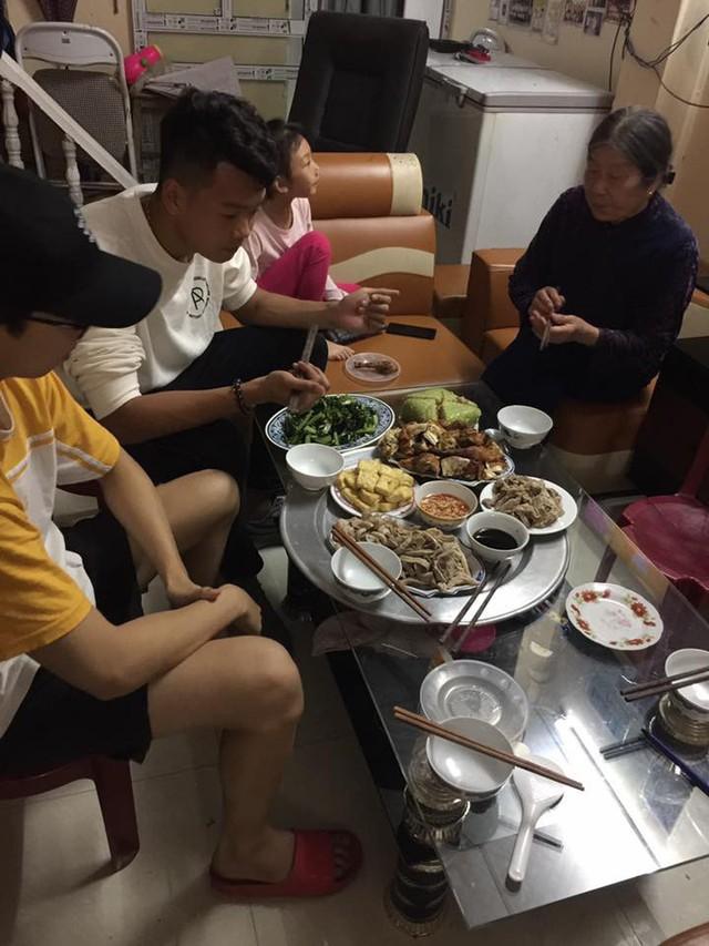 Tâm sự xúc động của mẹ tuyển thủ Việt Nam: Chỉ cần được nhìn con ăn, mẹ đã hạnh phúc lắm - Ảnh 1.