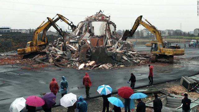 Trung Quốc: Kỳ lạ những ngôi nhà 4 mặt tiền lọt thỏm giữa cao tốc - Ảnh 4.