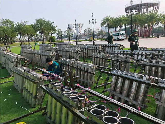 Trận địa 2.700 quả pháo hoa chờ khai hoả đón giao thừa ở Sài Gòn - Ảnh 18.