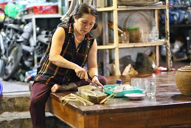 Người Sài Gòn trắng đêm bên bếp lửa hồng nấu bánh chưng, bánh tét đón Tết Kỷ Hợi 2019 - Ảnh 19.