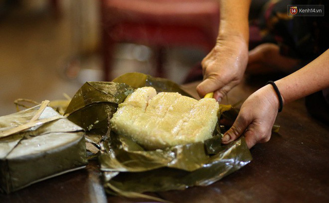 Người Sài Gòn trắng đêm bên bếp lửa hồng nấu bánh chưng, bánh tét đón Tết Kỷ Hợi 2019 - Ảnh 20.