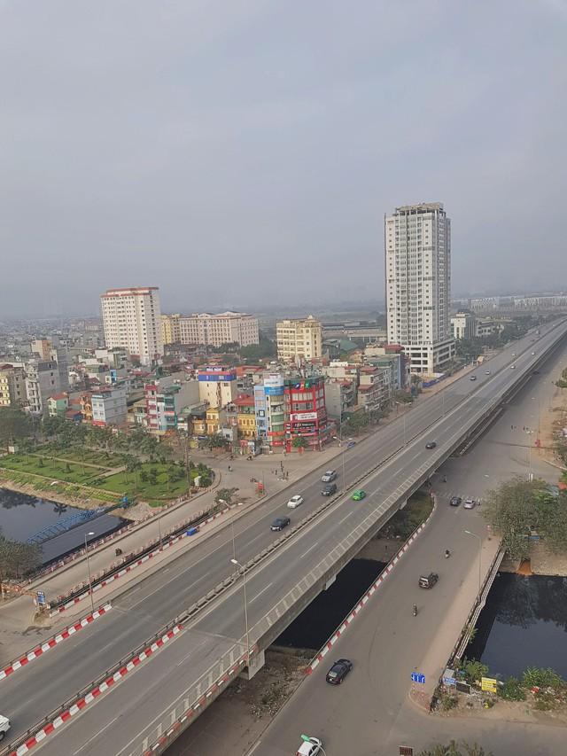 Hình ảnh so sánh trước và sau cho thấy đường phố Hà Nội khác biệt đến lạ thường khi bước sang ngày đầu năm mới - Ảnh 2.
