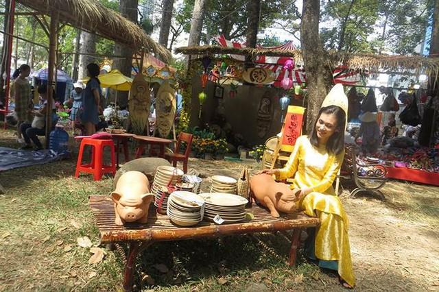 Đi chơi tết, dân Sài Gòn thích thú ngắm kỳ hoa dị thảo - Ảnh 21.