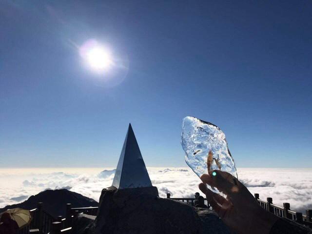 Mùng 2 Tết, đỉnh Fansipan băng phủ trắng - Ảnh 6.