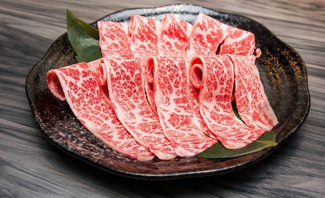 Có gì trong miếng thịt bò đắt nhất thế giới, tận 2 đến 3 triệu đồng cho 400g? - Ảnh 1.