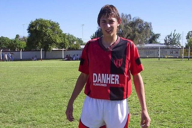 Tiền đạo xấu số Emiliano Sala: Khi nghị lực không thể chiến thắng định mệnh - Ảnh 1.